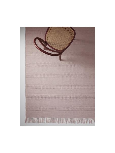 Katoenen vloerkleed Tanya met ton sur ton geweven streepstructuur en franjes, 100% katoen, Roze, B 70 x L 150 cm (maat XS)