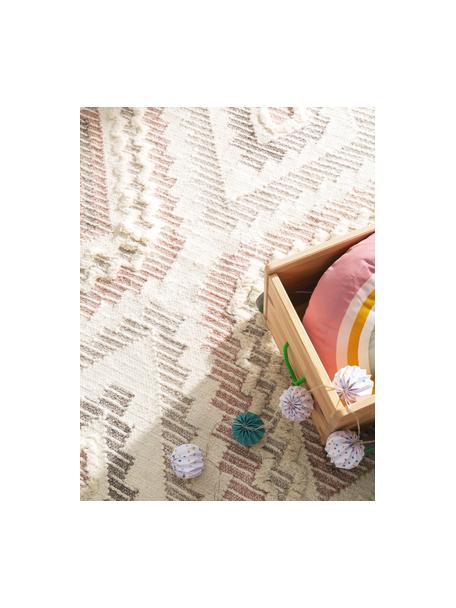Boho Wollteppich Wanda mit Hoch-Tief-Struktur und Fransen, 70% Wolle, 30% Polyester  Bei Wollteppichen können sich in den ersten Wochen der Nutzung Fasern lösen, dies reduziert sich durch den täglichen Gebrauch und die Flusenbildung geht zurück., Rosa, Grau, Creme, B 80 x L 120 cm (Größe XS)