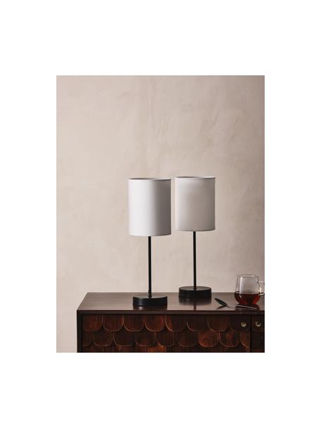 Klassieke nachtlampen Seth, 2 stuks, Lampenkap: textiel, Lampvoet: gelakt metaal, Zwart, wit, Ø 15 x H 45 cm