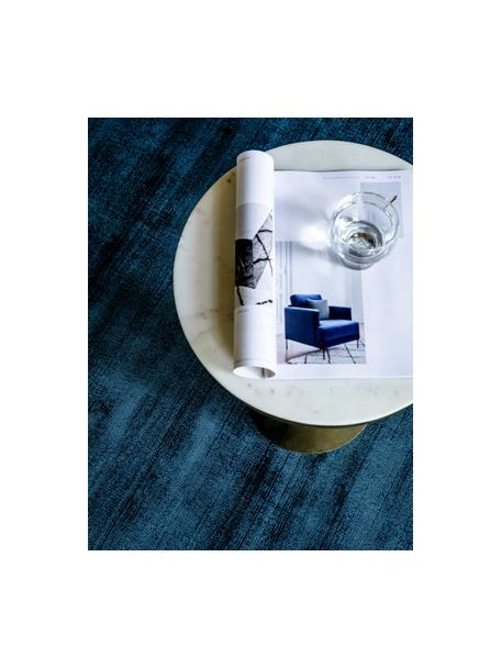 Handgewebter Viskoseteppich Jane in Dunkelblau, Flor: 100% Viskose, Dunkelblau, B 90 x L 150 cm (Grösse XS)