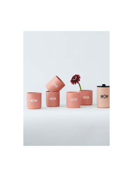 Design beker Favourite MOM / LOVE met verschillende letters op de voor- en achterkzijde, Beenderporselein (porselein) Fine Bone China is een zacht porselein, dat zich vooral onderscheidt door zijn briljante, doorschijnende glans., Roze, wit, Ø 8 x H 9 cm