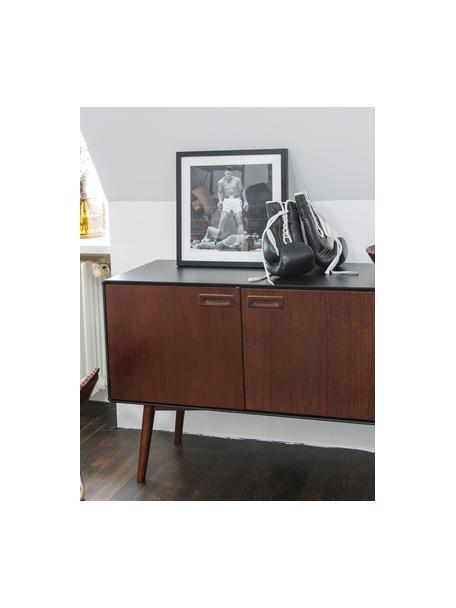 Credenza retrò con finitura in noce e ante Juju, Piedini: legno massello di frassin, Marrone, nero, Larg. 150 x Alt. 73 cm