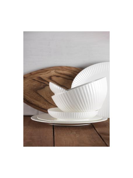 Insalatiera in porcellana bianca Radius, Fine Bone China (porcellana) Fine bone china è una porcellana a pasta morbida particolarmente caratterizzata dalla sua lucentezza radiosa e traslucida, Bianco, Ø 23 x Alt. 11 cm