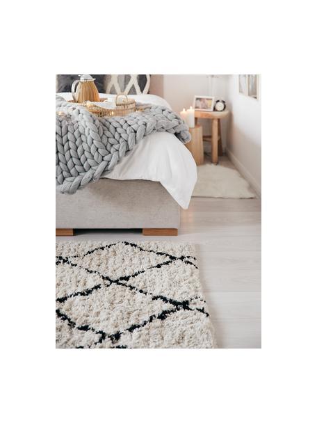 Puszysty ręcznie tuftowany dywan z wysokim stosem Naima, Beżowy, czarny, S 80 x D 150 cm (Rozmiar XS)