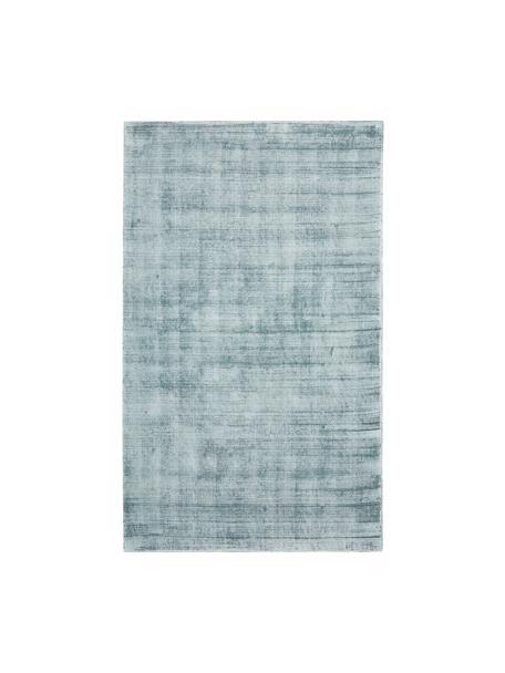 Tappeto in viscosa blu ghiaccio tessuto a mano Jane, Vello: 100% viscosa, Retro: 100% cotone, Blu ghiaccio, Larg. 90 x Lung. 150 cm (taglia XS)