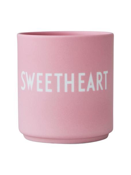 Design beker Favourite SWEETHEART in roze met opschrift, Beenderporselein (porselein) Fine Bone China is een zacht porselein, dat zich vooral onderscheidt door zijn briljante, doorschijnende glans., Mat roze, wit, Ø 8 x 9 cm