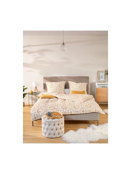 Gestoffeerd fluwelen bed Peace in taupe, Frame: massief grenenhout en pla, Bekleding: polyester fluweel, Poten: gepoedercoat metaal, Fluweel taupe, 140 x 200 cm