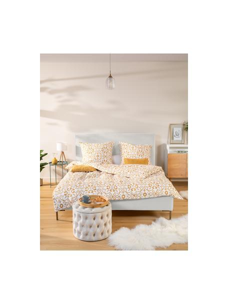 Gestoffeerd bed Peace in beige, Frame: massief grenenhout en pla, Bekleding: polyester (gestructureerd, Poten: gepoedercoat metaal, Geweven stof beige, 140 x 200 cm