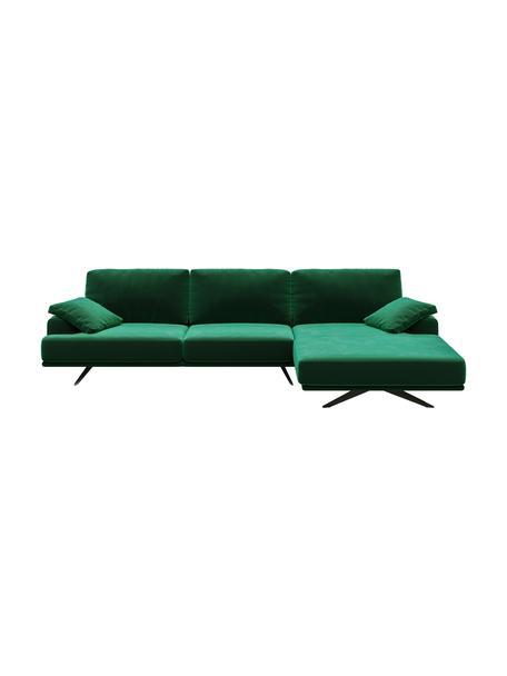 Divano angolare in velluto verde scuro Prado, Rivestimento: 100% velluto di poliester, Sottostruttura: compensato, legno di fagg, Piedini: metallo verniciato, Verde scuro, Larg. 315 x Alt. 180 cm