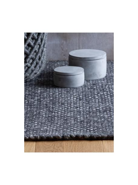 Alfombra artesanal de lana con flecos Alvin, Parte superior: 60%lana, 40%viscosa, Reverso: 100%algodón Las alfombra, Gris antracita, jaspeado, An 80 x L 150 cm (Tamaño XS)