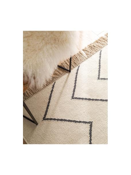 Tappeto kilim tessuto a mano con motivo a zigzag e frange Vince, 90% lana, 10% cotone Nel caso dei tappeti di lana, le fibre possono staccarsi nelle prime settimane di utilizzo, questo e la formazione di lanugine si riducono con l'uso quotidiano, Color avorio, grigio scuro, Larg. 80 x Lung. 120 cm (taglia XS)
