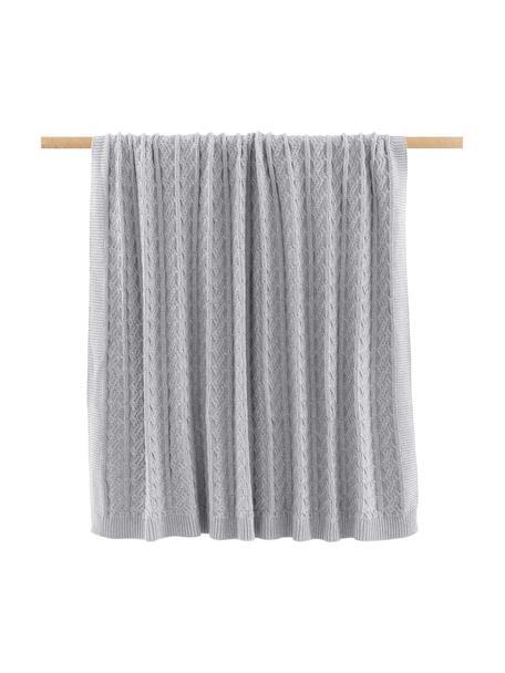 Gebreide deken Caleb in grijs met kabelpatroon, 100% katoen, Grijs, 130 x 170 cm