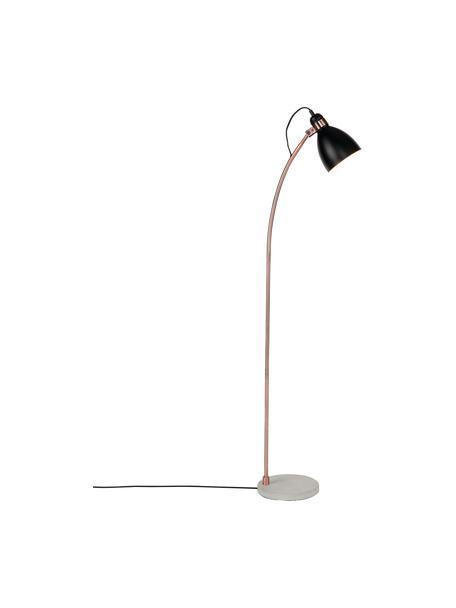 Leeslamp Denver met betonnen voet, Lampenkap: bekleed ijzer, Frame: ijzer, verkoperd, Lampvoet: beton, Lampenkap: zwart. Stang: koperkleurig. Lampvoet: cementkleurig, 37 x 145 cm