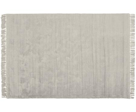 Handgewebter Viskoseteppich Aria mit Fransen in Grau