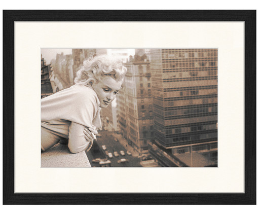 gerahmter fotodruck marilyn monroe in ny in schwarz wei westwingnow. Black Bedroom Furniture Sets. Home Design Ideas